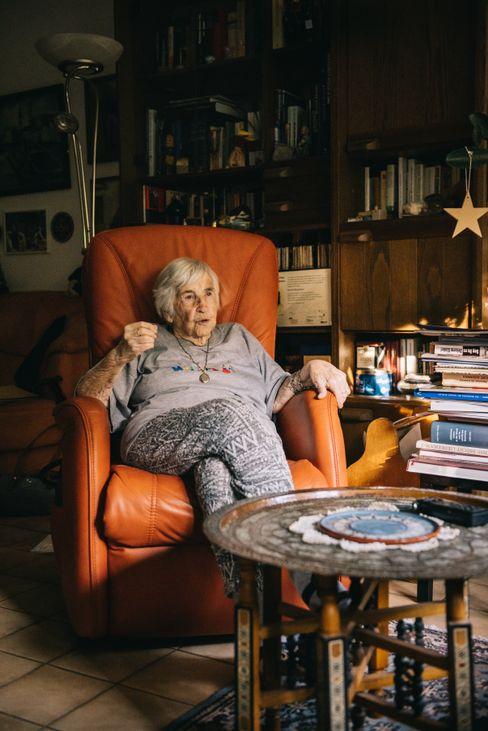 Das Gespräch fand in Esther Bejaranos Wohnung in Hamburg statt.