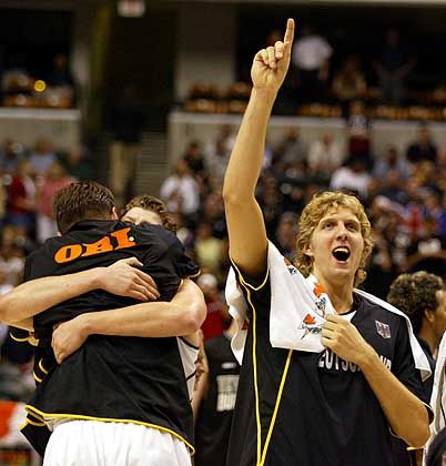 Happy End: Dirk Nowitzki und seine Spielgefährten gewinnen das Spiel um Platz drei