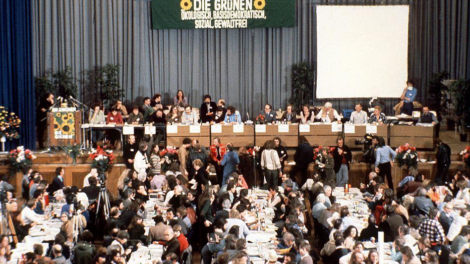 """Gründungsparteitag der Grünen in Karlsruhe (1980): """"Sozial, gewaltfrei"""""""