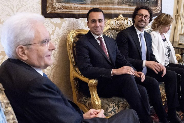 Transportminister Toninelli (Mitte)
