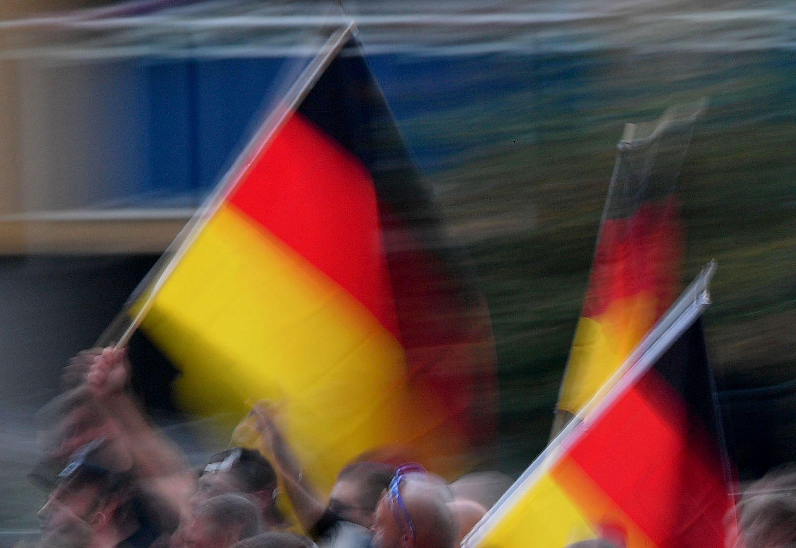 Prozess wegen Hitlergruß bei Demonstration in Chemnitz