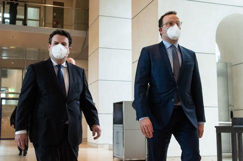Zoff um Maskenqualität: Minister Spahn und Heil