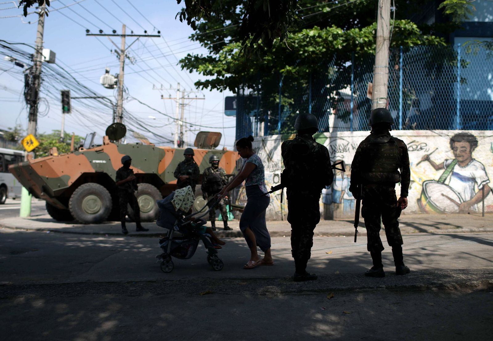 Soldiers of the Brazilian Army carry out an operation in the Complexo do Alemao in the city of Rio d