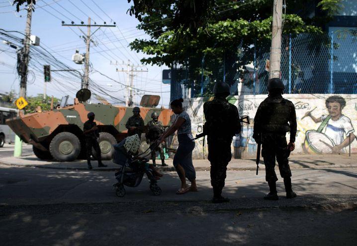 Ob Brasilien, El Salvador oder Argentinien: Polizeigewalt trifft häufiger die ärmere Bevölkerung