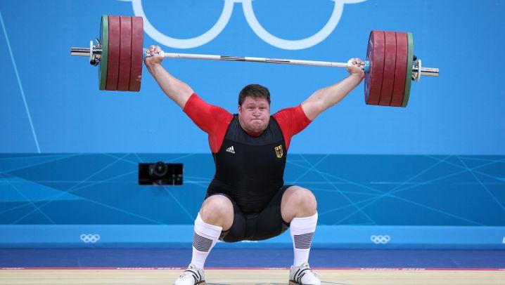 Gewichtheber Steiner: Schrecksekunde beim zweiten Versuch