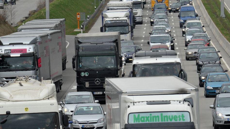 """Lastwagen auf der Autobahn: """"Besondere Situationen erfordern besondere Maßnahmen"""""""