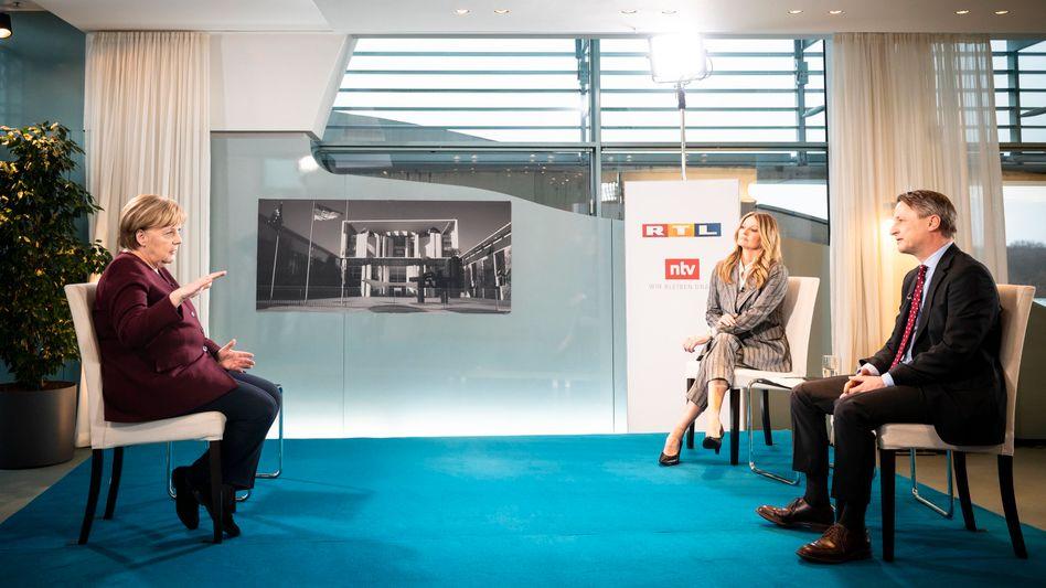 Kanzlerin Merkel, Journalisten Ludowig, Blome