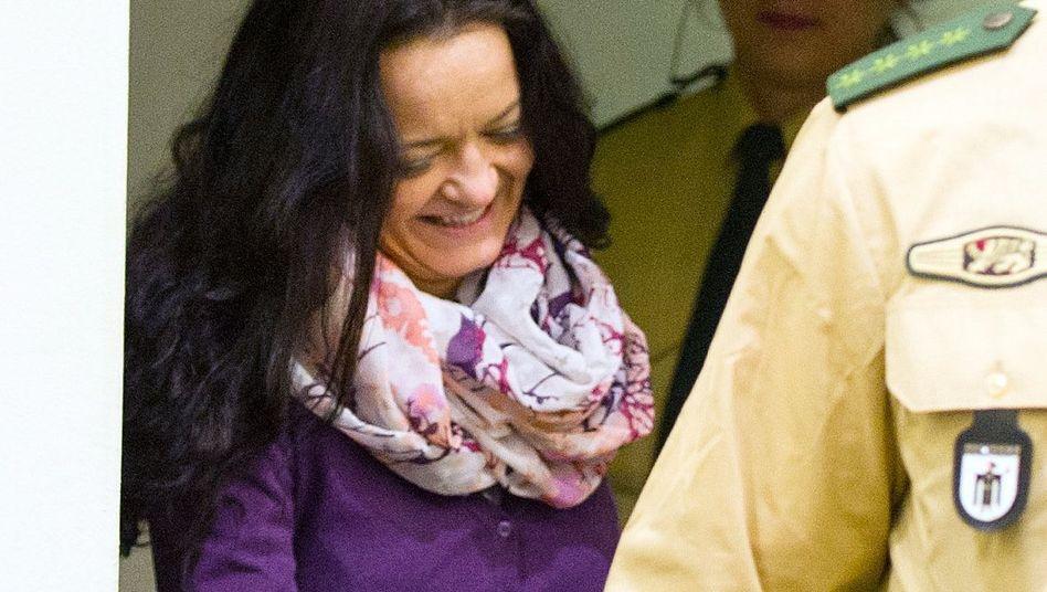 Angeklagte Beate Zschäpe: Wie kam sie an die Versicherungskarte?