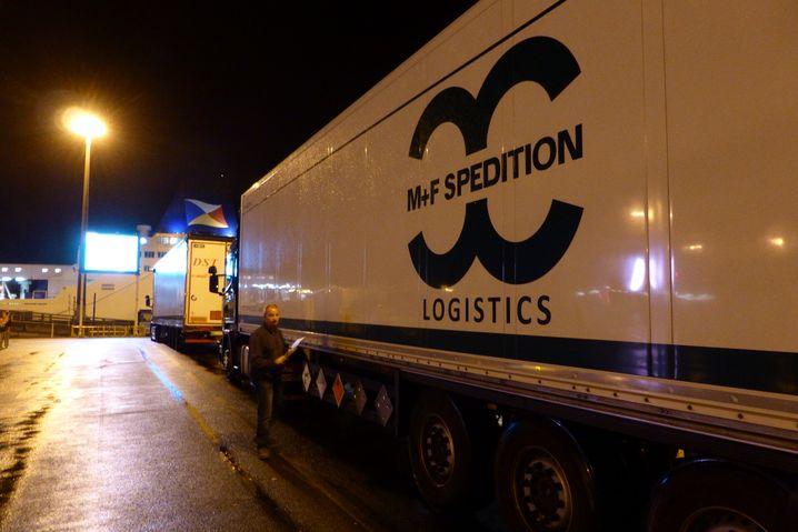 """Warteschlange in Calais: """"Wenn jeder davon demnächst zum Zoll muss: Gute Nacht"""""""
