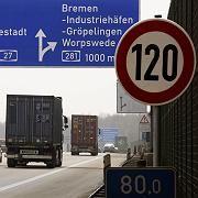 Tempolimitschild auf der A27 in Bremen: Entschleunigung im Norden.