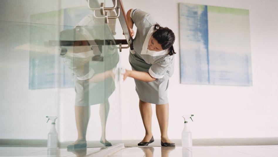 Haushälterin bei der Arbeit: Künftig subventioniert durch den Staat
