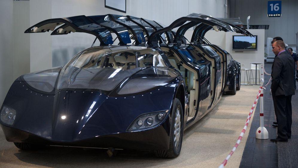 Superbus: Flügeltüren und E-Motoren