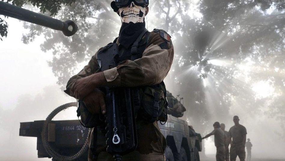 Maskierter französischer Soldat bei Diabaly: Sieben Geiseln warten auf ihre Rettung