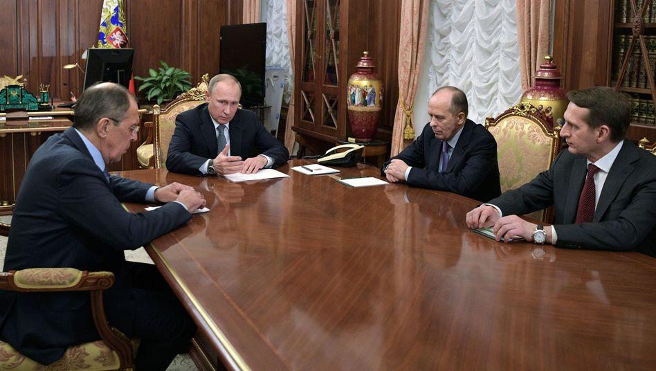 Krisentreffen unter anderem mit Russlands Präsident Putin und Außenminister Lawrow