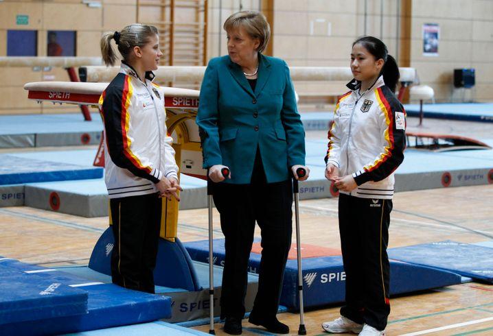 Kim Bui (r.) 2011 bei einem Termin mit Kanzlerin Angela Merkel