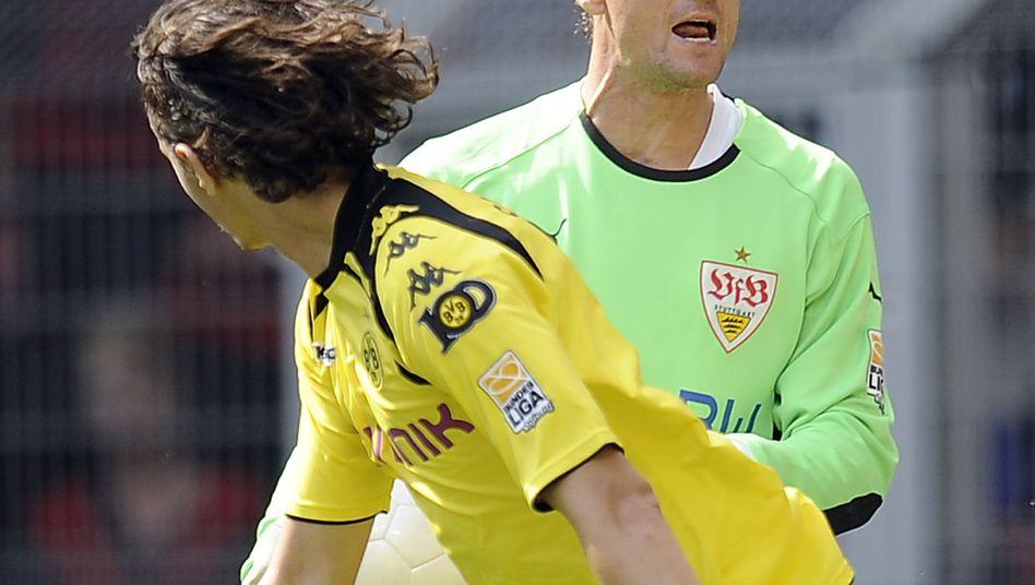 VfB-Keeper Lehmann (rechts): Kein Pokalspiel in Lübeck