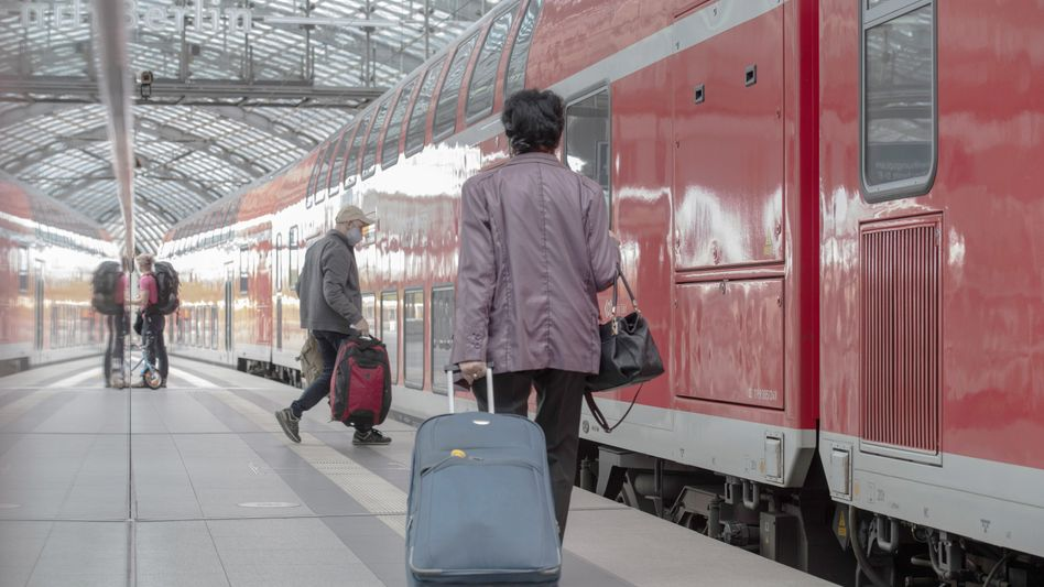 Bahnreisende in Berlin: Sollen rechtzeitig über Einschränkungen informiert werden