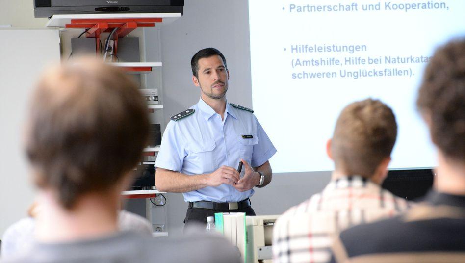 Soldat an einem Gymnasium in Baden-Württemberg