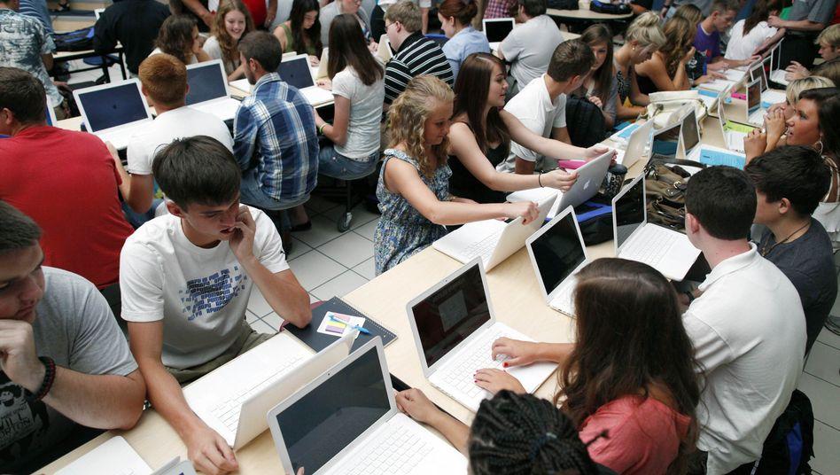 US-Schüler mit Laptop (in Missouri): Schaut, die Mathe-Arbeit ist da!