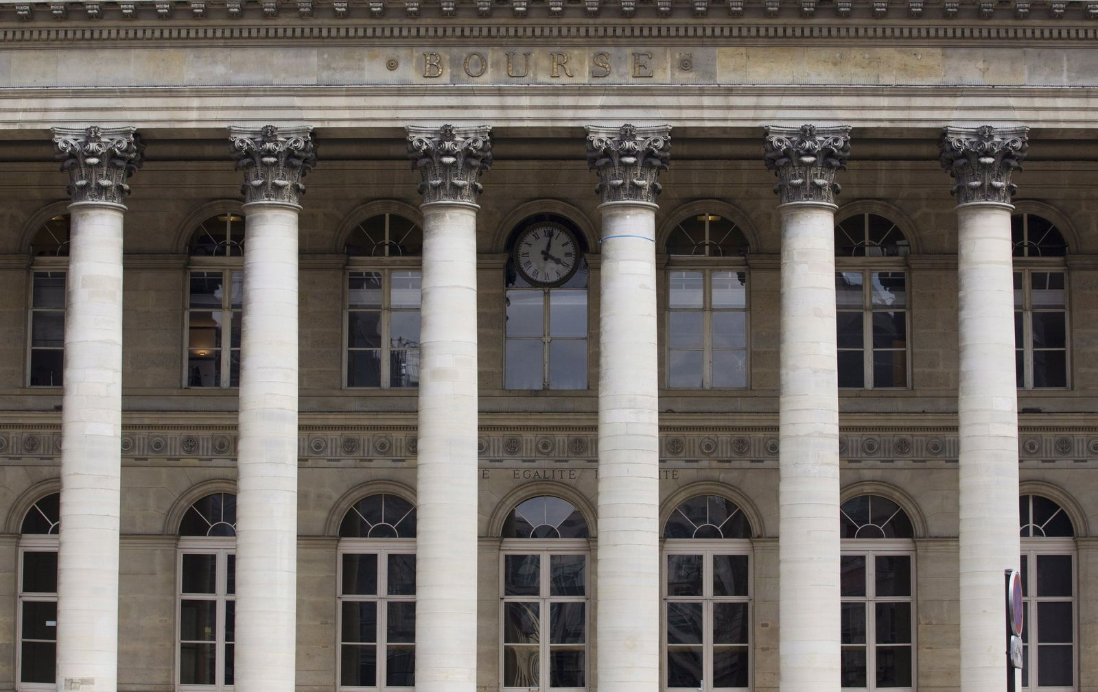 Banking sector shares fall on fears of possible trouble in French