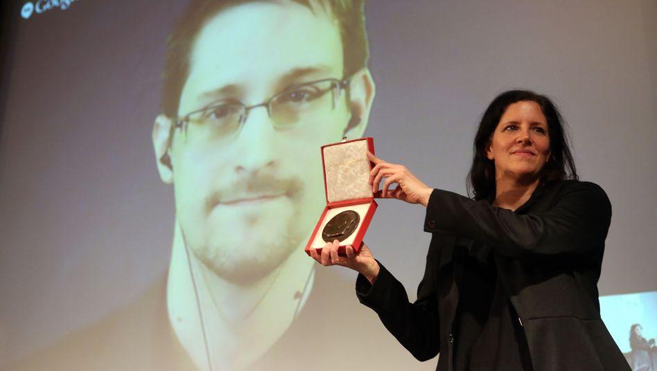 Laura Poitras mit Medaille: Snowden wurde zugeschaltet