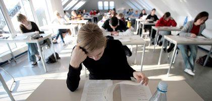 Schülerin (in Essen, 2007): Späterer Start in den Schultag hat positive Folgen