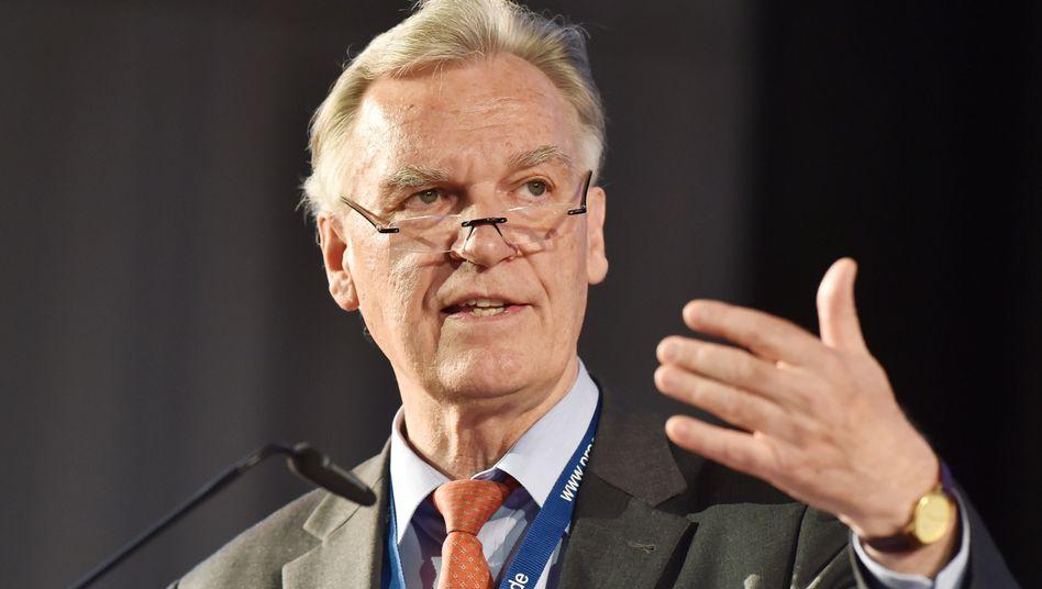 BKA-Präsident Jörg Ziercke in Karlsruhe: Cyberkriminalität nimmt zu