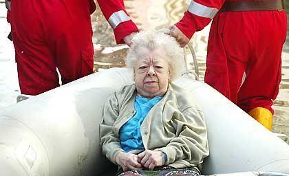 Rentnerin in Meißen: Evakuierung per Schlauchboot