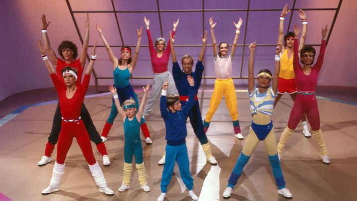 """Enorm in Form"": Tele-Fitness-Perlen mit neonfarbenen Catsuits"