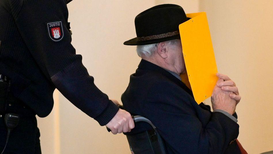 Angeklagter D.: Von den Gräueltaten im KZ Stutthof will er als Wachmann nichts mitbekommen haben