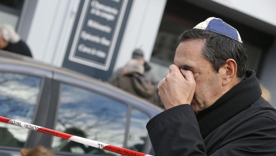 Trauernder Mann mit Kippa am Tatort: Vier Juden starben bei der Geiselnahme