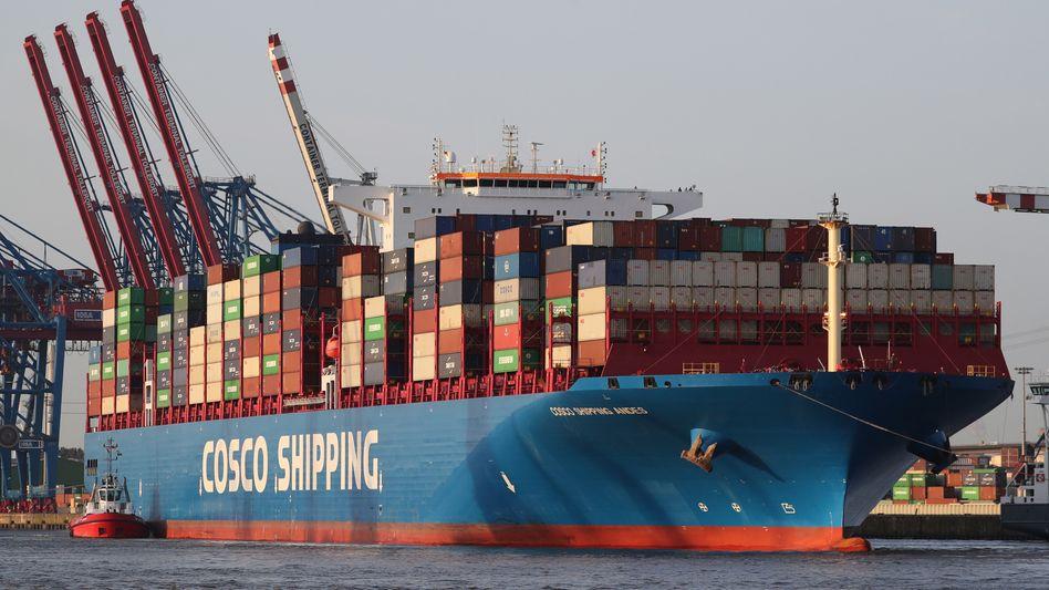 Containerschiff im Hamburger Hafen (Archivbild)