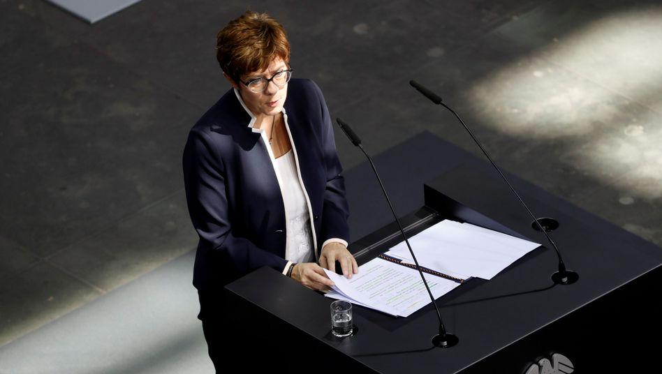 """Neue Verteidigungsministerin Kramp-Karrenbauer: """"Das werde ich mit aller Energie machen"""""""