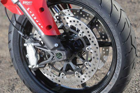 Kraftzügler: Exzellentes Fahrwerk und knackige Bremsen an der Multistrada