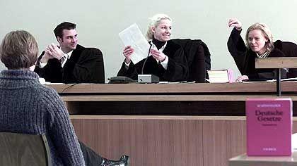 Rechtsreferendare beim Prozess-Rollenspiel: Breites Angebot