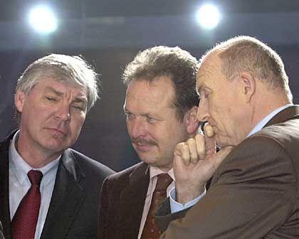 Gewerkschafter geben Arbeitgebern und Regierung die Schuld für das Scheitern der Gespräche: DGB-Chef Sommer, Ver.di-Chef Frank Bsirske und IG-Metallvorsitzender Klaus Zwickel