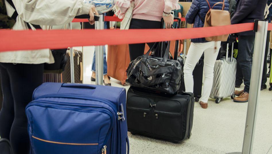 Wartende am Flughafen