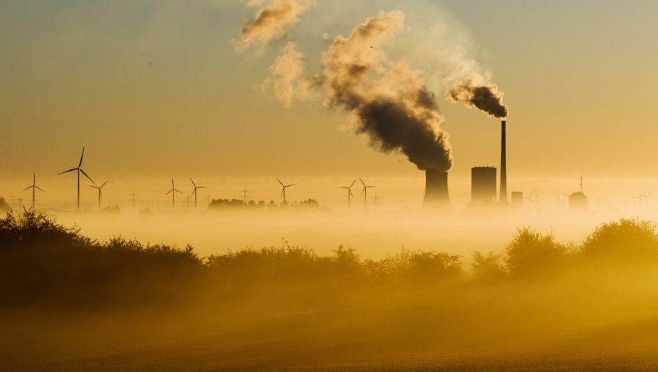 Kohlekraftwerk Mehrum und Windräder