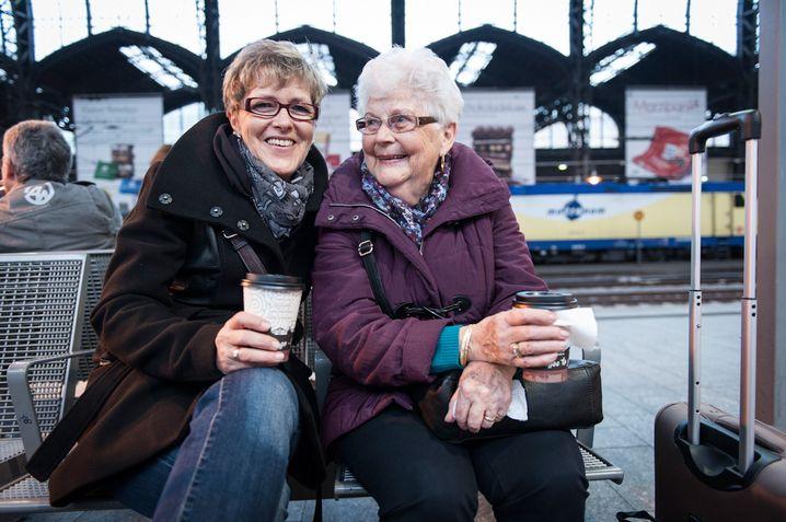 Berlin, Berlin, sie fahren nach Berlin: Doris Großmann (l.) und Ursula Schiller