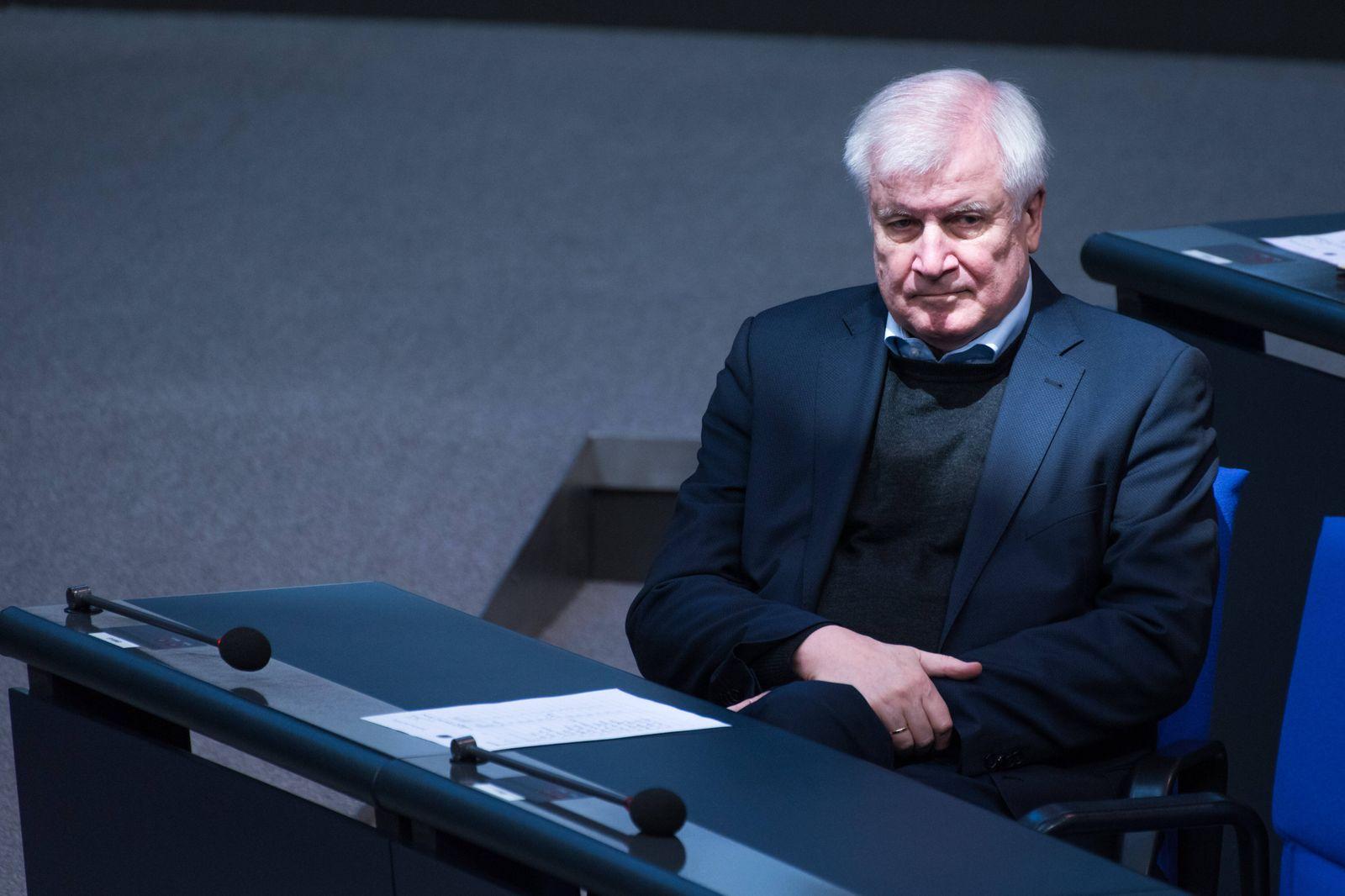 Berlin, Plenarsitzung im Bundestag Deutschland, Berlin - 27.11.2020: Im Bild ist Horst Seehofer (Bundesministerium des