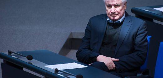 """Horst Seehofer verbietet rechtsextreme Gruppierung """"Sturmbrigade 44"""""""