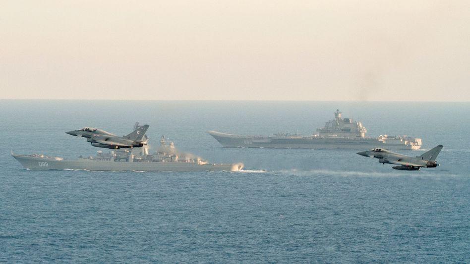 Britische Kampfjets eskortieren russischen Flugzeugträger