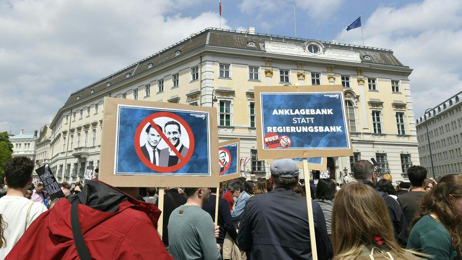 """Demonstration auf dem Wiener Ballhausplatz nach Veröffentlichung des """"Ibiza-Videos"""""""