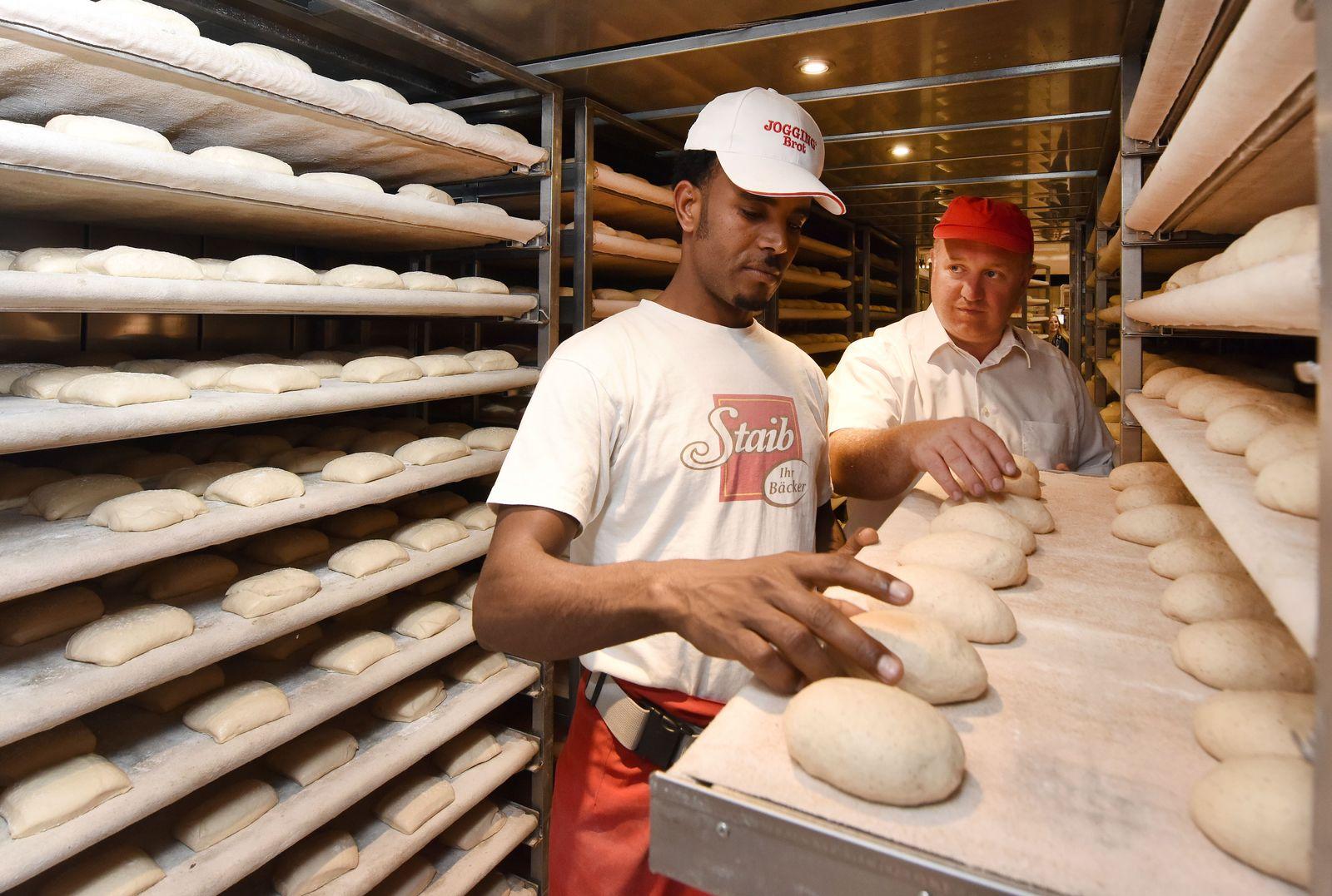 Flüchtling startet Ausbildung zum Bäcker / AZUBI