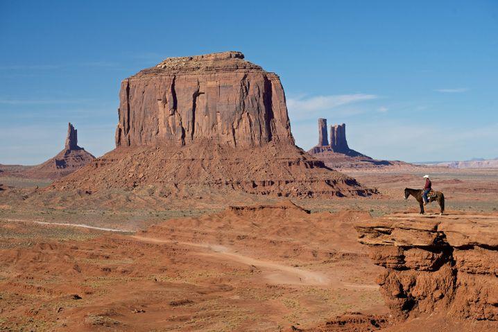 John Ford fand das Monument Valley als Drehort für seine Amerika-Geschichten - obwohl sich in Wirklichkeit niemals ein Siedlertreck dorthin verirrte.