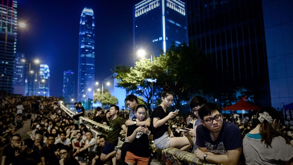 Proteste in Hongkong: Gewalt in der Nacht, Ruhe am Tag