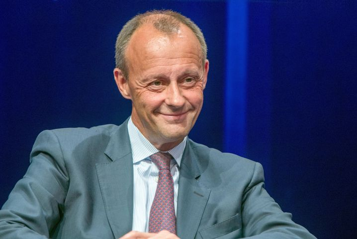 Friedrich Merz is widely considered to be the most likely candidate to replace Annegret Kramp-Karrenbauer as leader of the CDU. Fully 40 percent of Germans surveyed view him as a good chancellor candidate, according to a recent survey by Infratest dimap.