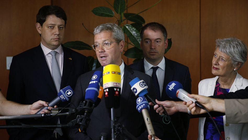 CDU-Politiker Röttgen (M., in Washington): Erheblicher Schaden