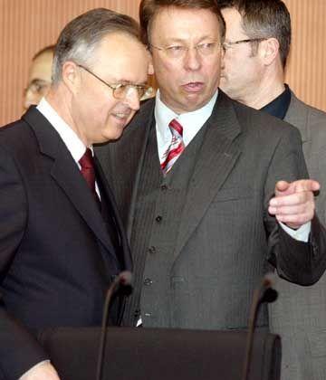 In Erklärungsnot: Bundesfinanzminister Eichel vor dem Untersuchungsausschuss