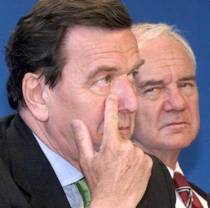 Bundeskanzler Schröder, Verkehrsminister Stolpe: Wer hinter wem?